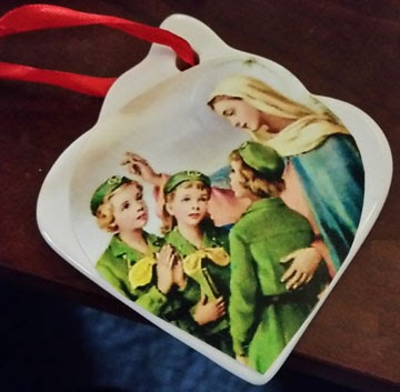 Create a classic feel Christmas ornament for your Girl Scouts