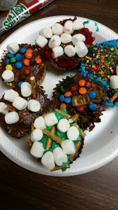 Gil Scout Cupcake Wars | easy multi-level troop activity or ice breaker for troops meeting for bridging activities