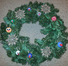 Community service project at Christmas | Decorate a wreath of upcycled ornaments for a fundraising sale